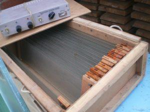 Устройства для сбора пчелиного яда